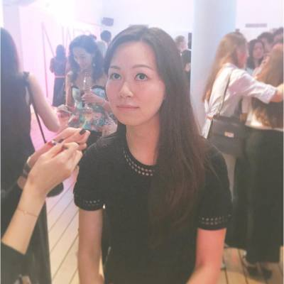Getting my lips done for the night 💋 . NARS Velvet Lip Glide Launch Event . #NARSHK #Glide4Vibe #velvetlipglide #一抹時尚 #NARssist #hkevent #hkbeauty #productlaunch #happythursday