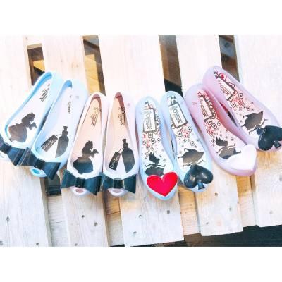 Melissa shoes are always the best companion for rainy days ☔️  . . . #misstiarahk #lovemyjob #melissa #melissashoes #melissahk #aw16 #hkfashion #productlaunch #shoppinginspiration #shoppingideas #throwback #rainyday #aliceinwonderland