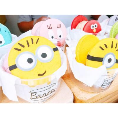 影左當食左😛 . Macaron Ice Cream Sandwich 🍦 . #weekendgetaway #byestress #又飛啦 #travel #happyweekend #needsomesleep #hkfoodie #bangkokfood #siam #minions #macarons #bonca