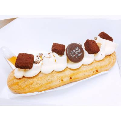 Feverish weekend 🤒 Finally got myself something sweet today to get ready for the upcoming week! 💪🏻 . Éclair Blooms with Tiramisu filling and coffee mini pump ☕️ . #hkfood #hkdessert #hkfoodie #eclair #leclairdegenie #leclairdegeniehk #tiramisu #sickweekend #feverish #weak #stayedhomeallweekend #20160925