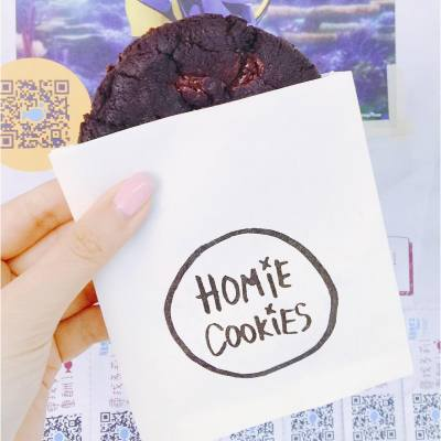 Shake off Monday blues with a piece of yummy cookie 🍪 Best cookie in town!😍 . Ricky James: Dark Chocolate with Salted Caramel @homiecookies . #mondayblues #hkfoodie #hkfood #hkdessert #homiecookies #nodiet #cookies #fav #20160718