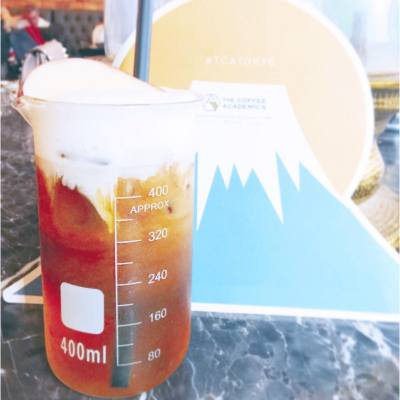 When mt.fuji apple meets iced coffee 🍎☕️ Weird tasting but quite refreshing... . . . #happysaturday #happyweekend #coffee #coffeeacademics #CCD #adhoc #coffeebreak #cwb #hkfood #hkfoodie #TCATOKYO #fruits #misspolspick