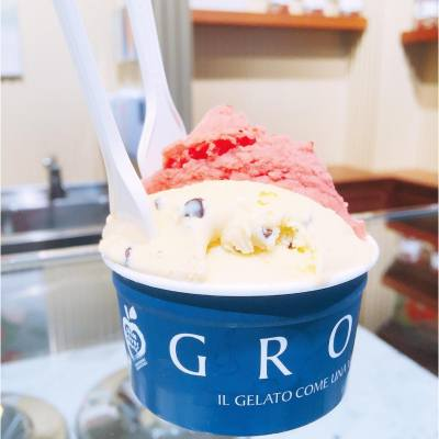 Always a good idea to have someone to share an ice cream with! 要肥就一齊肥啦 @siuxsing 😎 . Fragola with 🍓 pulp   Flavor of the Month: Extranoir & Torrone aka Extradark chocolate with almonds nougat and Grom biscotti @grom.hk . #hkfood #hkdessert #hkfoodie #intenseworkout #thaiboxing #bruisedalbows #cantcoordinate #nodiet #GROMHK #GROM #gelato #happysunday #throwback