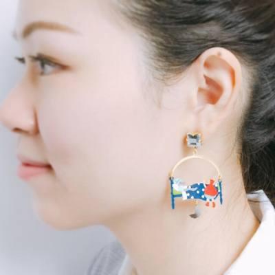 Leng leng earrings for the day, little red riding hood ☺️ . . . #rainyday #happywednesday #misspshopping #n2paris #jewelry #lesnereides #lesnereidesparis #parislovers #hkfashion #redridinghood #shoppingideas #shoppinginspiration