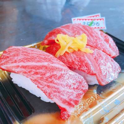 Is this beef or toro? 🐟☺️ . . #happytrip #getaway #tokyo #tsujikimarket #築地 #sushi #sushilover #toro #hkfoodie #hkfood #nodiet #fat #sleepy#misspolspick
