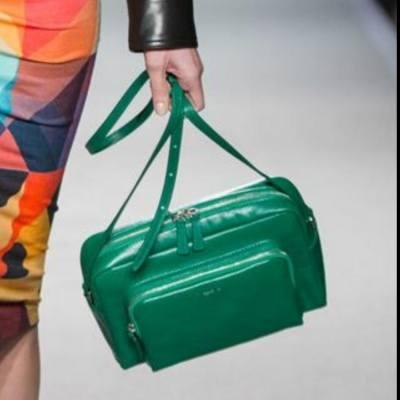 好想買呢個agnes b.手袋呀😫有無人知道仲有無得買?#agnesb #leatherbag #shoulderbag #h15