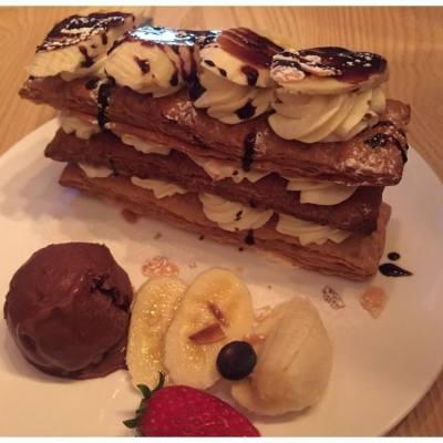 #旺角 #Joyful 甜品店🤔這個🍫🍌朱古力香蕉拿破崙真的很邪惡呀😈 明天又要開始運動了💪🏼 #dessert #mongkok #cafe #chocolate #banana #食完先減