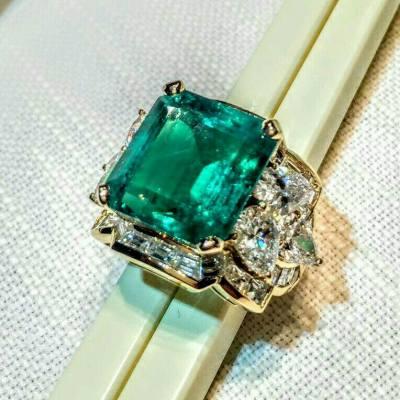 11 carat square cut emerald!  #emerald #ring #jewelery #lavish #luxury #shiny #happy