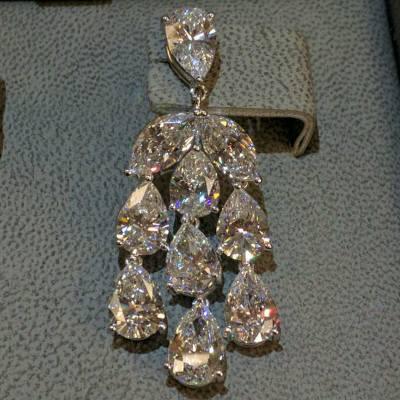 Diamond earrings! My favourite! #diamond #bling #color #carat #clarity #cut