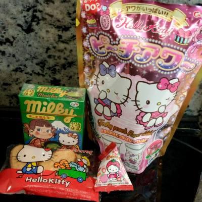 Hello Kitty 迷表示 零食都要買kitty 既🙈💕 係D2 place 第一層有間賣好多日本零食 好多野都係幾蚊,已經入定貨儲係office 😝 #D2place #hellokitty #snack