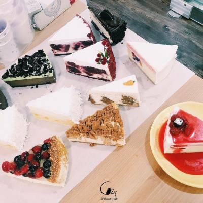 【27款華麗的Cheesecake!】  韓國江南區的「C27 Cheesecake & Coffee」,名符其實有27款唔同的芝士蛋糕供應。擁有4層華麗及優美的主題用餐環境,可以同姐妹們一齊過一個又開心又好飽的下午!  地址: 首爾江南區新沙洞 545-12  #misstiara #c27 #首爾 #芝士蛋糕 #misstiaralifestyle #江南