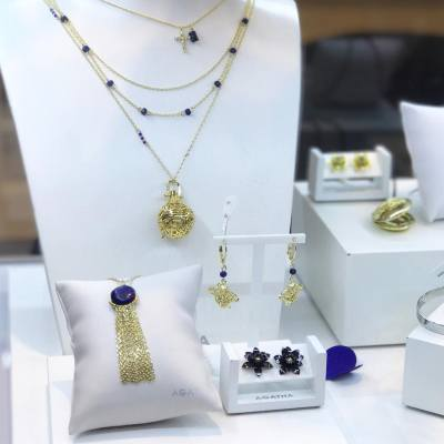 AGATHA新出的SS17系列,Rock Bohême,主要以金及藍色為主,當中的一款頸鏈更可當香薰necklace使用,芬芳四溢! #MissTiaraHK #followmisstiara #AGATHA #AGATHAHK #jewelry #SS17 #hkbeauty #newlaunch #shoppinginspiration