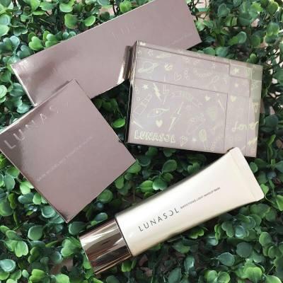 適逢Lunasol Skin Modeling Eyes踏入10周年,推出了由人氣插畫家「Walnut」設計的限量版包裝,Graffiti的設計,配合Smoothing Light底霜一起用,造出極緻貼服底妝! #MissTiaraHK #followmisstiara #LunasolHK #Lunasol #hkskincare #hkbeauty #newlaunch #limited #shoppinginspiration