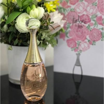 迷人的香氣,會帶出獨有的個人魅力。Dior經典香薰系列J'adore推出全新J'adore in Joy。海鹽花、伊蘭伊蘭、茉莉及蜜桃香,調配出完美花卉芬芳! #MissTiaraHK #followmisstiara #Dior #DiorHK #Jadore #JadoreinJoy #hkbeauty #hkskincare #perfume #newlaunch #shoppinginspiration
