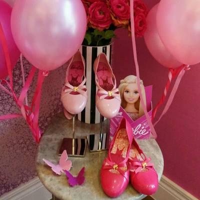 Barbie x Zaxy 的少女鞋款,太夢幻了😻  被粉紅氣息包圍好幸福啊!!!   #Misstiarahk #followmisstiara #zaxy #barbie #pinkpink