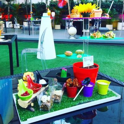Hotel Sáv全新「色彩花藝下午茶」, 以不同花卉為主題。餐廳環境好靚,真係一個可以同姊妹們渡過開心下午嘅地方😍  供應日期:11月28日至16年1月31日   #misstiara #misstiaralifestyle #hotelsav #hahahaflorist #casetify ##casetifyhk amplitudehk #hkdessert #hkfood #afternoontea #floral