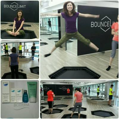 【Biotherm X Miss Tiara X BounceLimit 呈獻 - BODYFIT SKINFIT Workshop】 . 是次活動於上環BounceLimit舉行,由導師Hanson及Owen帶領一眾參加者在室內迷你彈床上進行TabataBounce爆汗運動。 . 彈體健身,彈床是嵌入地板內,與地板成水平,進行時必須穿上防滑五趾襪,將日常健身運動搬到迷你彈床上做,需要將重心向下推,令身體更需要保持平衡,因此每當跳動時,全身肌肉都會收緊,是高強度但低撞擊性的帶氧運動,而且在彈床上做動作,可以減少膝關節所受的震盪,再配上Tabata Training在短時間內增加爆發力,可以逹到最快燃燒脂肪。 . Tabata Training是一種高強度高密度運動,運動20秒,休息10秒為一組,持續4分鐘循環,可以打造完美曲線靚靚身型。 . 參加者當日除體驗到TabataBounce的爆汗燃脂的鍛鍊外,更獲得Biotherm全新AQUASOURCE水盈回彈面霜及皇牌產品套裝,回家可以體驗一下肌膚回彈效果。 . . #misstiara #biothermhk #skinfit #bouncelimit #keepfit #與至fit肌膚地老天荒 #everplump #skinfit