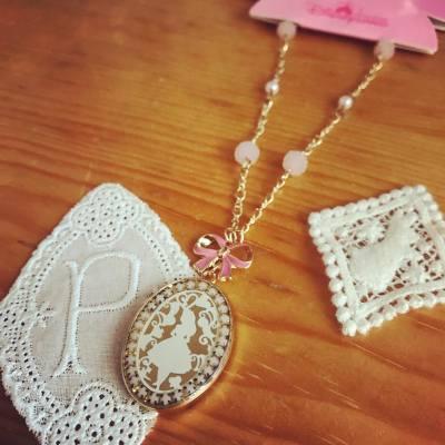 [買物分享]之前在迪士尼樂園買的,香港樂園出的小飾物也很精緻吸引❤️✨所以就買了這條愛麗絲頸鏈回家~  #Alice #disneyland #disneylandhk #aliceinthewonderland #ribbon #lovely #sweet #disney #princess #lolita #accessories #necklace @hkdisneyland #minacheez