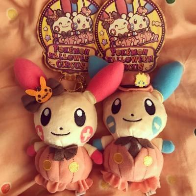 [買物。分享]屋企人剛從大阪回來,在關西機場的Pokémon store帶了一對萬聖節限定的比卡超朋友—plus和minus回家❤️✨ 雖然對這兩隻小傢伙認識不深,但十年前也有他們的小精品~ 可愛的程度不輸比卡超哦~  #pokemongo #pokemon #pokémongo #pokémon #比卡超 #pokemonplus #pikachu #pichu #ピカチュウ #ハローウィンパーティー #ハローウィン #circus #cute #lovely #かわいい #可愛い #寵物小精靈