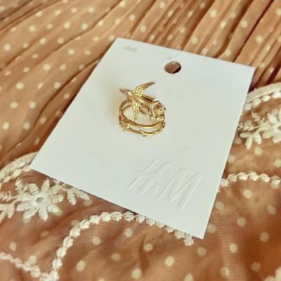 [買物分享]不時在H&M都找到又平又靚的小飾物,今次買了一套精緻的小戒指~ 森林少女味濃,襯上素色衣裳應該不錯呢❤️✨ 只是$39.9而已,大家也去買買看~  ---follow my IG--->  https://instagram.com/purplechiu  #mori #morigirl #森 #森女 #natural #hnm #handm #hm #ring #girls #hkgirl #hkblogger #fashion #accessories