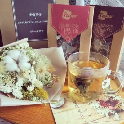 假日。雨天。出門之前⋯ 喝一杯捷榮玫瑰茉莉花茶,打起精神,迎接新的挑戰吧! 讓玫瑰在杯中 #再一次綻放 ⋯ #捷榮茶作 #tsitwing #tea #teabag #rosetea #rose #jasmine #olongtea @tsitwing