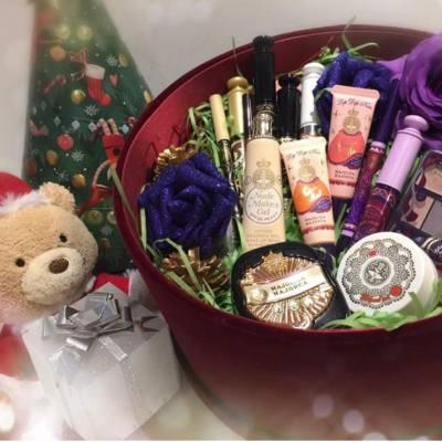 踏入12月,為嚟緊嘅聖誕節做好準備未呢?未嘅就襯今個weekend準備下啦!  約會粧?Party粧?仲有送比朋友嘅禮物呢….?  #majolicahk #makeup #cosmetic #majolicamajorca #mjhk #romantic #forromanticnight  #purple #love #lashexpander #majolookeyeshadow#majolook #lipdipkiss #VI777 #mascara #eyeliner #lipgloss #bodymilk#lashking #lashexpander #secretlong #logon #logonoutpost #popupstore #discount #promotion #mj #freegifts #packset #new #set #curler #mascara #eyeliner #lip #xmas #christmas
