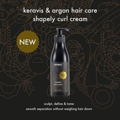 一個步驟,讓曲髮綹綹分明 - #極緻曲髮乳霜 極緻曲髮乳霜專為鬈髮而設。榛果萃取精華能深層修護並柔順每一綹鬈髮,而不會令頭髮負擔過重。植物蛋白則能高效滋潤及強韌髮絲,使用後提升整體鬈髮的質感及持久度,使造型輪廓分明,順滑光澤。  One Step to Sculpt your Curls - Shapely Curl Cream Shapely Curl Cream is the ideal formula for curly and wavy hair. Argan Oil provides deep nourishment and smooth separation without weighing hair down. Keravis Protein gives hair renewed vitality by nourishing and strengthening the hair cuticle. The result is rockin' curls and waves.  #amikahk #amikakeravis #amikaargan #haircare #defineyourcurl