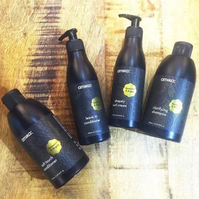 為您介紹amika 植物蛋白深層養護系列— 植物蛋白:研究證實能顯著增加頭髮強韌度,同時能滲透頭髮角質層,為髮絲注入養份,修補受損頭髮的彈性。  榛果油:含80%飽和脂肪酸和奧米加3、6、9,比橄欖油的抗氧化效能更高。蘊含豐富維他命A和E。這兩種營養素能深層滋潤及保護頭髮、肌膚及指甲。  兩種強效修護成份互相配合,令髮絲強韌度增加3倍!  Introducing Keravis & Argan hair care collection —  Keravis: Proven to be an extremely powerful hair strengthening complex. Has dual action, penetrating the hair shaft to increase moisture content and plasticity of the hair, and coating the hair to lubricate and reinforce the cuticle.  Argan Oil: Contains 80% unsaturated fatty acids and Omegas 3, 6, 9, and is more resistant to oxidation than olive oil. Packed with Vitamins A & E, which nourish and protect hair, skin and nails.  Those 2 combine gives the BEST protect and nourishment to your hair.  #keravis #arganoil #exclusive #haircare