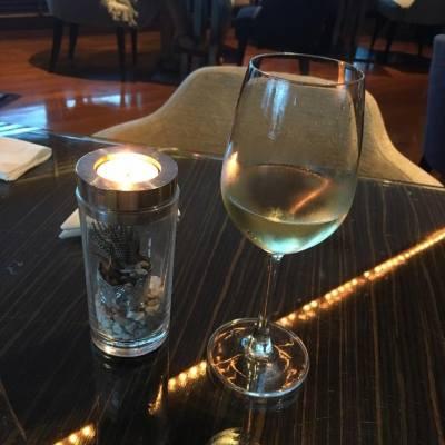 White wine time #relax #alcoholic #misstiara吃喝購物世界