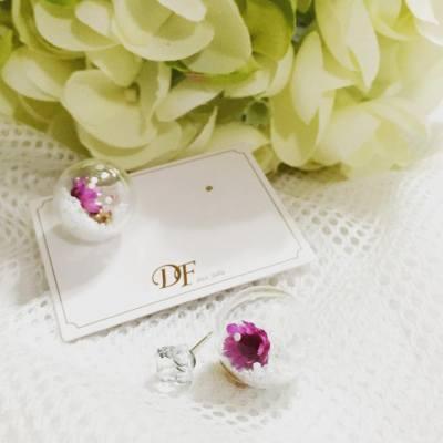 乾花的飾品真的很美喔! 尤其將它保存在玻璃器皿內 既能看到它的美又能把它保存 很喜歡!很喜歡! BeautySearch 很喜歡這對耳環  #earring #earrings #accessories #hkblogger #BeautySearch #beautybloger #blogger #blog #lifestyleblogger #保鮮花 #永生花 #blossom #hkig #flowers #spring
