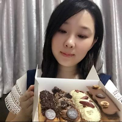 今晚的飯後甜品 除了我最愛的閃電泡芙 還有L'ECLAIR DE GENIE  新品 - 巴黎法撻 未食已甜入心呢  #新品 #巴黎法撻 @LeclairDeGeniehk #chocolate #LEclair #相機先食 #yummy #hkfood #hkblogger #BeautySearch #foodblogger #delicious #iloveeating #dinning  #hkfoodie #instafood #吃貨 #手機先食 #foodie #foodblog #foodshare #foodstagram #foodlover #hkig #food #gathering #lifestyleblogger #gourmet #美味しい #dessert #sweet