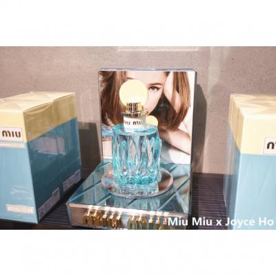 ✨時尚品牌 Miu Miu 將推出新版香水 Miu Miu L'Eau Bleue  淺藍色透明香水瓶,香氣充滿春天甦醒的氣息,在芳香中帶來新的開始🌸💖。 💐Miu Miu L'Eau Bleue 的香調: 前調是鈴蘭 中調是白色花朵,晨露,綠色元素 基調是 akigalawood(香辛花香木質香味) 極喜歡這輕盈、清新、愉快的迷人少女淡香精,留香度十分持久。  #miumiuparfum #miumiuleaubleue #perfume #fragrance #香水 #parfum#miumiu #spring #eaudeparfum #lilyofthevalley #honeysuckle #akigalawood #instagrammers #hkinstagram  #instagood #happy #beautyblogger #beauty #hkgirl #hkblogger #luxasiahk #luxasia #lifestyle   #facessshk #facesss