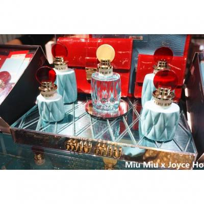 Miu Miu L'Eau Bleue is a feminine perfume by Miu Miu. It is a flanker to 2015′s Miu Miu Eau de Parfum. The new edition is announced as a light, fresh and happy scent of spring awakening and the fragrance of new beginnings.  Miu Miu L'Eau Bleue has top notes of lily of the valley with heart notes of white florals, morning dew and green notes. The base rests on Akigalawood, whose nuances are peppery, oud-y-woody; and includes patchouli.  The chic turquoise perfume bottle is transparent this time, while the plastic cap is colored in a soft yellow shade.  It will be launched in February 2017.  #miumiuparfum #miumiuleaubleue #perfume #fragrance #香水 #parfum#miumiu #spring #eaudeparfum #lilyofthevalley #honeysuckle #akigalawood  #instagrammers #hkinstagram  #instagood #happy #beautyblogger #beauty #hkgirl #hkblogger #luxasiahk  #luxasia #lifestyle   #facessshk #facesss