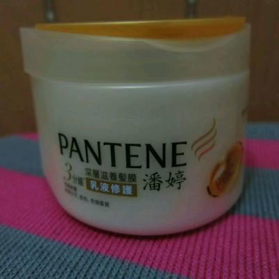 聖誕,倒數,新一年,精心打扮出席一連串的慶祝活動。 活動後除左要急救肌膚外,有無人同我一樣要急救秀髮? 要為秀髮急救,就需要深層修護,是次急救用品為Pantene乳液修護深層滋潤髮膜 試用報告: ywkwanblog.blogspot.hk/2016/01/pantene.html  Pantene HK #pantene #proV #milky #treatment #hair #mask #care #product #beauty #hkblogger #ywkwan