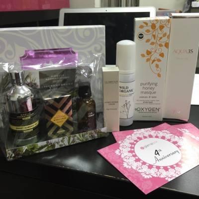 Happy Birthday to #glamabox , 4th anniversary!!! 聖誕前收到豐富4週年盒子做聖誕禮物真係開心呀!5大件產品都只係$338,真係抵到無朋友!#4thbirthday #4thanniversary #box #beautybox #glamour #noellearomatherapy #wildorganic #oxygen #ysyoo #盒子 #hk #hkig #beautyblog #beauty #christmasgifts #bestgift #hkblogger #glamaclub Glamaclub