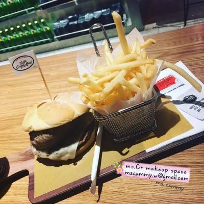 C+食評||特別的深宵食堂 - 自家配搭漢堡麥當勞 -- 有時一支公開餐,真係唔知食咩好,加上夜媽媽,又有咩好選擇?今次ms.C就去呢間特別的深宵食堂,食得豪,食得特別,享受一個人既晚餐 - 自家配搭漢堡,邊個話一個人晚飯要食得頹家! -- ⬇⬇⬇⬇ Read More: http://mscmakeupspace.blogspot.hk/2016/05/c_2.html -- 💄|| 歡迎各類化妝服務查詢||各品牌合作||產品試用||活動出席|| ✉mscammy.w@gmail.com -- #Cの食評 #一人晚餐又有乜好怕喎 #一人晚餐時間 #一人晚餐我會習慣 #金鐘 #hongkong #mcdonald #深宵食堂 #foodshare #loveshare #foodphoto