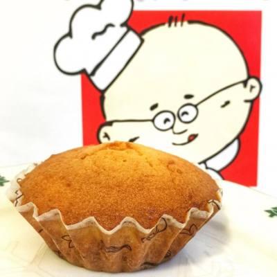 早上來點甜😌 瑪德蓮蛋糕 ($10) 來自法國的貝殼蛋糕🇫🇷 質感紮實綿密重牛油香還丌錯吃😋 Uncle Tetsu's Cheesecake 銅鑼灣景隆街3號地下 #littlemscwb #littlemscake