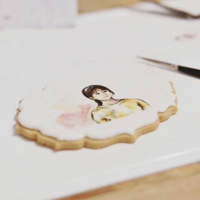 Royal icing cookie painting :) #W
