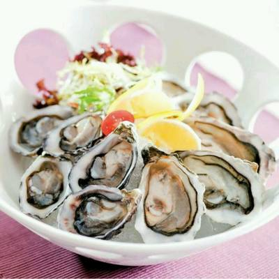Happy #Wednesday! Let's enjoy lots of freshly shucked #oysters at #LaScala Buffets. Book now at #26226154 #花月庭 #自助晚餐 #即開生蠔