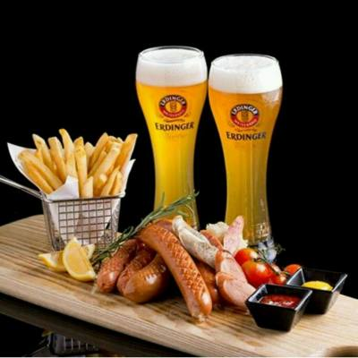 TGIF! Chill out at Lion Rock and celebrate the weekend with German brews and sizzling sausages. #tgif #lionrock #royalplazahotel #oktober