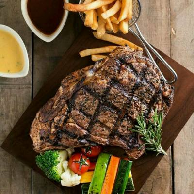 Good news to all #steak #lover! 36oz giant ribeye steak is now available at #LionRock. To book, please call #26226167 #獅子樓 #肉眼扒 #帝京酒店 京