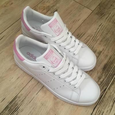 終於幾驚辛苦買到返黎啦❤️ 係我最愛既粉紅色🤗🤗 加上去Stan smith 到 無論襯裙又得 就牛仔褲又得 得左啦👏🏻👏🏻  #我想返工去shopping #adidas