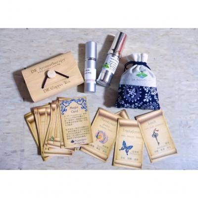 早前出席DK Aromatherapy 20th anniversary 所得的天然DIY 產品,包括保濕精華(加入左適合我膚質的精油)、香薰噴霧、香包及magic card. #dkaromatherapy #aromatherapy #naturalbeauty #magiccard #aromabag #essence