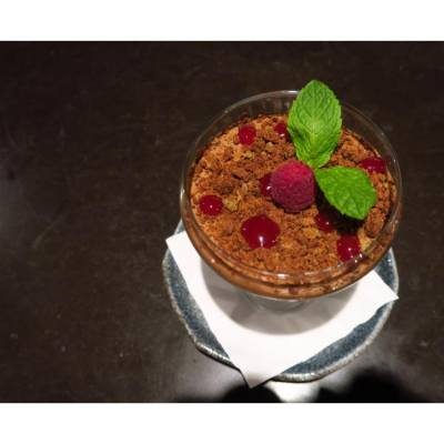 😋😋finish a great dinner with sumptuous, silky mouthfeel chocolate mousse. Particularly like the decoration of raspberry and mint leaves~  #foodsharing #foodpics #foodie #instafood #hkfood #followme  #yummy #foodlover #loveeating #foodstyling #foodphoto #nomnom #onthetable #snapshot #相機先食  #getinmybelly #tasty #foodstagram #wwhkfood #dessert #dessertlover #topcitybiteshk #foodporn #photooftheday #instalike #webstagram #chocolate #canon @heihouse #uhkfood #uhkphoto
