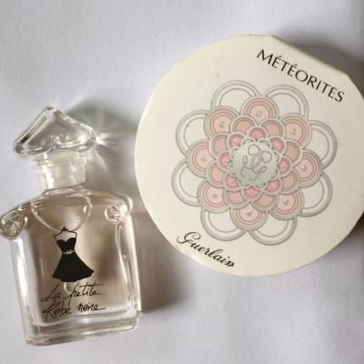 My friend is so sweet that giving me this little EDP and glamorous powder 😍😍😍  #guerlain #嬌蘭 #EDP #powder #meteorites #lifestyle