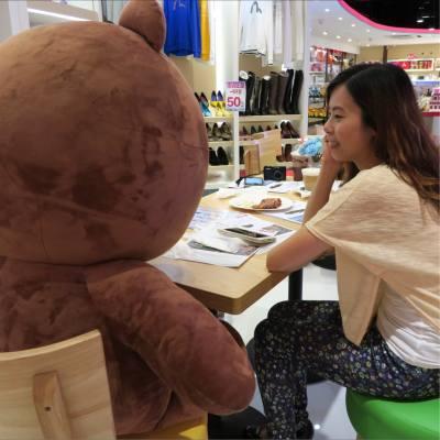 想吃點甚麼嗎?熊大😂  #linefriends #熊大 #kcmall