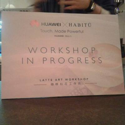 Huawei x Caffe habitu拉花工作坊,個師傅好用心教,抵讚!我拉咗隻俾風吹到頂帽甩甩地嘅八爪魚,哈哈! @caffehabituhk #octopus #拉花 #latteart #coffee #workshop #causewaybay #iger #hkgirls #hkblogger #iger #beautyblogger #lifestyleblogger #bloggers #hk #2015 #memory #unforgettable  #worthy #experience #event #caffehabitu #caffehabituhk #huawei #huaweimates #habitur