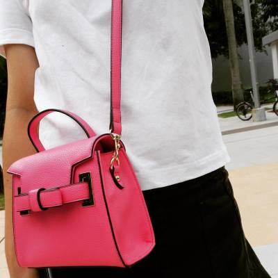 Mini bag 是今年的best buy item.. 記得要有一個啊 💜 #OFOTD #kfashion #hkig#hkwife #hkgirl #穿搭 #初秋 #samanthathavasa @samantha.thavasa_hk
