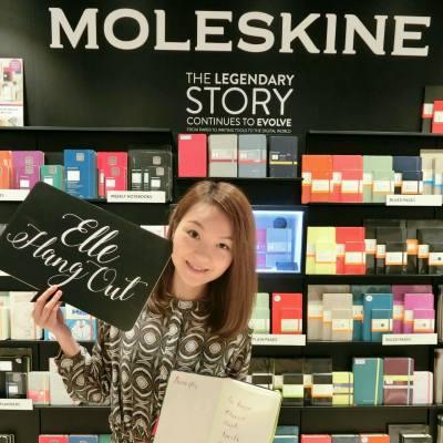 剛參加了在MOLESKINE舉行的 ELLE X MOLESKINE 的西洋書法工作坊,學習漂亮的西洋書法,看見慢慢進步的筆觸,蠻開心的☺ ======================= #ELLEHANGOUT #ELLE #MOLESKINE #moleskine #calligraphy #broadpen #words #artwords #art #workshop #k11 #blogger #hkbloggerr #西洋書法 #文字 #藝術