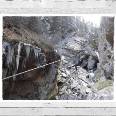 唔識滑雪o既海倫嚟到滑雪勝地Saas-Fee到底有咩做? 其實呢度除咗滑雪~ 仲有另一項刺激運動可以玩,就係爬冰瀑!! 雖說係爬,但更多係喺山谷入面飛!! Life is too short to wait~ 唔使怕,一於報名參加啦!!! ➤ http://goo.gl/jGGSjk  #Switzerland #Swiss #SaasFee #SaasValley #gorge #travel #backpack #backpacker #helenhandicraft #hkig #iger